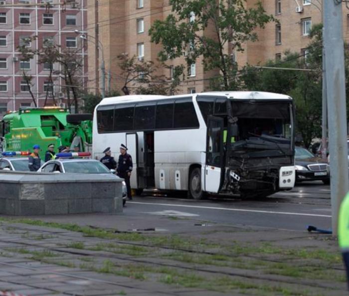 载有中国游客大巴发生事故