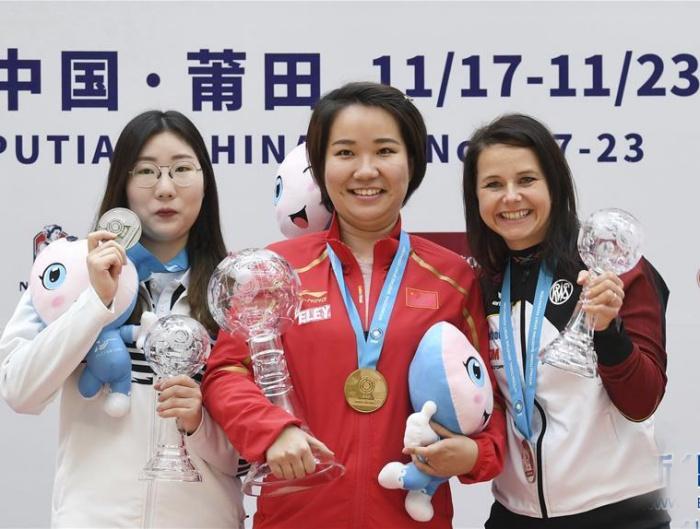 张靖婧获女子25米手枪冠军