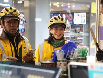 【12小时】外卖女骑手:城市里的一道靓丽风景线