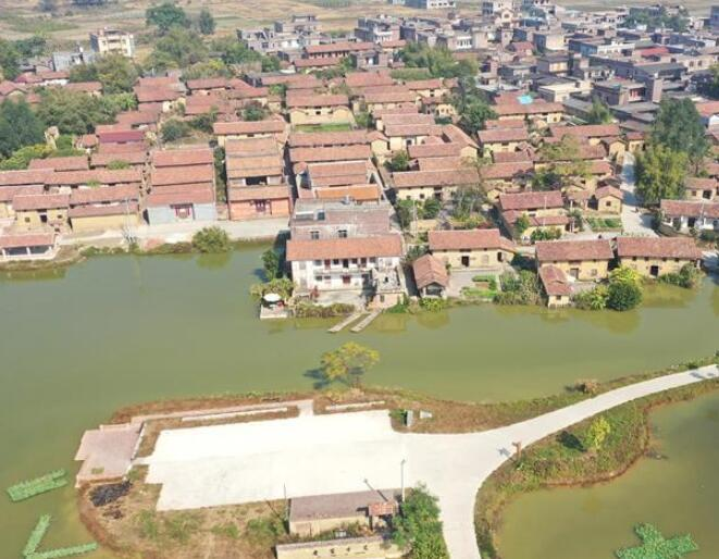 广西玉林:修复旧民居 贫困村重焕生机