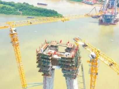广西最大跨径斜拉桥主塔顺利封顶