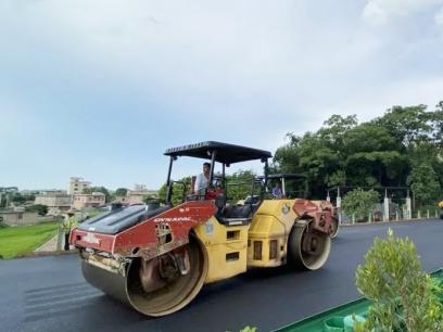 玉湛高速广西段主线路面沥青摊铺完成