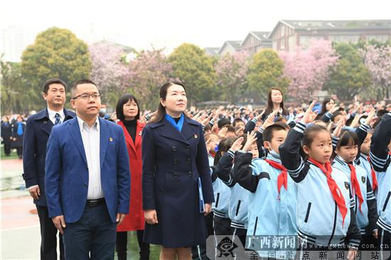 """南宁市滨湖路小学举行""""永远跟党走 逐梦薪火传""""主题开学典礼"""