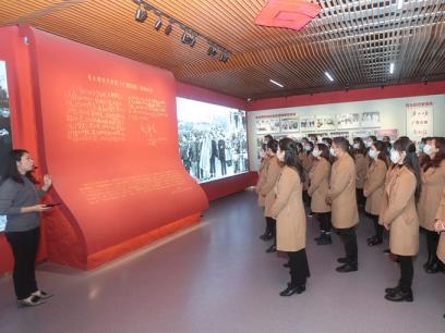 广西日报社报史多媒体展示馆举办首个公众开放日
