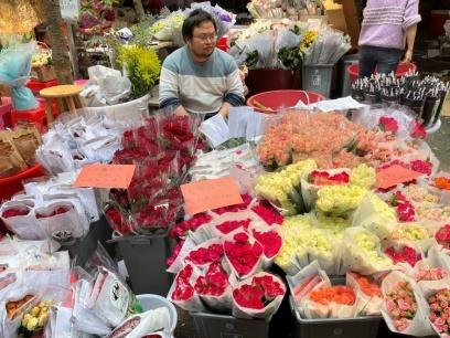 2021-03-08焦点图: 南宁鲜花价格涨幅让人咂舌
