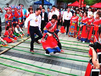歌圩对唱、非遗展演……市民在这儿体验传统民俗