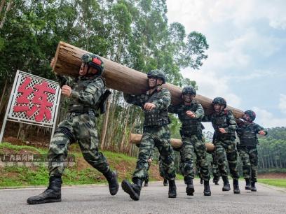 高清:加钢淬火,武警预备特战队员练兵忙