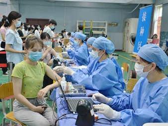 南宁多所高校新冠肺炎疫苗接种工作正在进行
