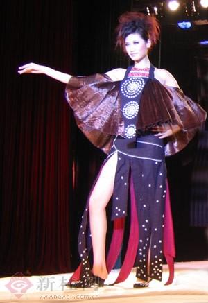 广西艺术学院2001级学生服装设计作品秀(组图)