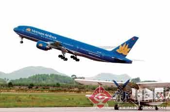 波音777客机首次在南宁机场成功起降(图)-广西新闻网