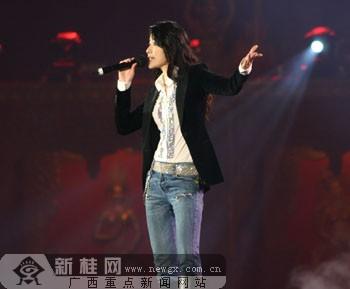 陈慧琳演唱大长今的主题曲《希望》.邓昶摄-风情东南亚晚会演绎风