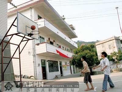家庭院立起来的篮球架