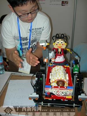 掌声驱动的机器保姆构思.万鹏摄-机器人创意赛 展示技巧非凡的舞台