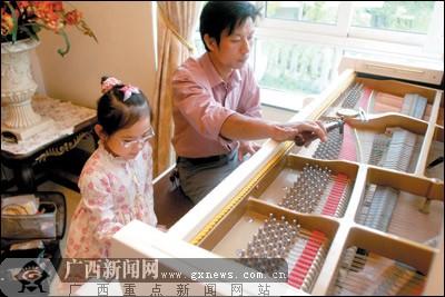 钢琴调律师扫描:他们有双精细谛听的耳朵