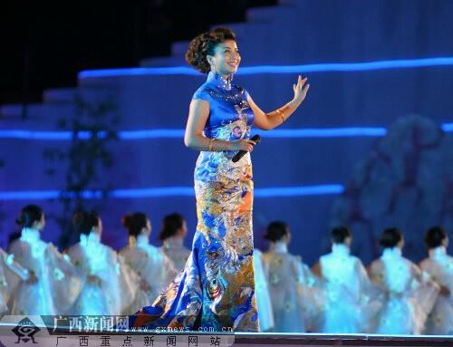蒙古穿旗袍图片