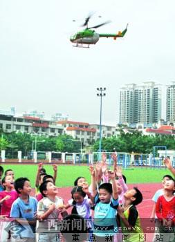 航模直升飞机特技表演