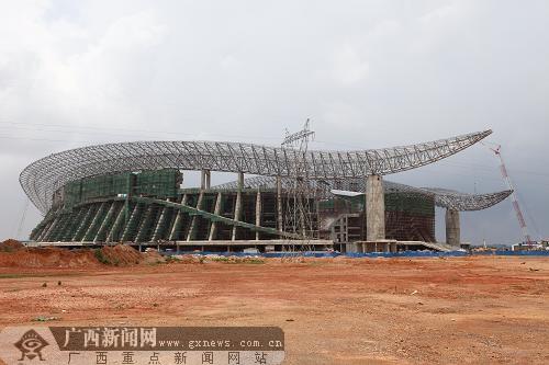 5月15日,记者在位于南宁市良庆区五象大道南侧的广西体育中心建设图片