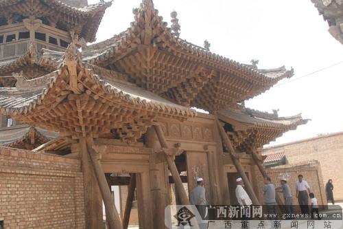 [原创]化隆县的阿河滩清真寺与千年古榆(组图)