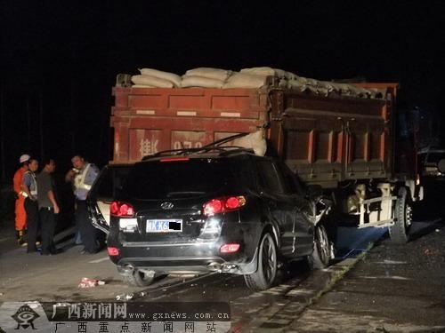 324国道玉林向兴业方向发生重大车祸 3人当场死亡高清图片