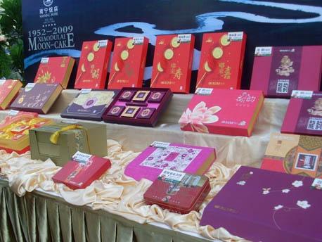 """""""小嘟来""""系列月饼各式各样多达25种. 记者  -南宁饭店推出 滋补养"""