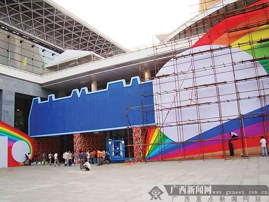"""无论是会场布置还是展馆设计都体现着今年博览会的主题""""海关与商界"""