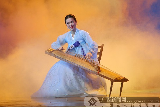 朝鲜传统的伽倻琴独奏; [原创]平壤艺术团《盛开的金达莱》南宁精彩