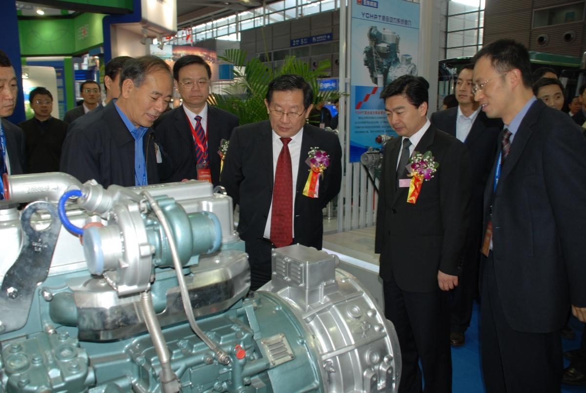 新能源汽车创新发展论坛和展览在深圳举行.此次论坛吸引了众高清图片