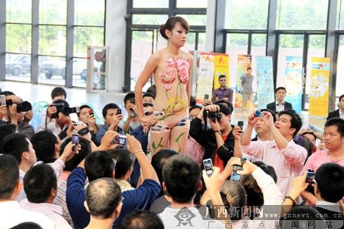 这一届性文化节上情趣内衣秀的模特就是宋群玉为主办
