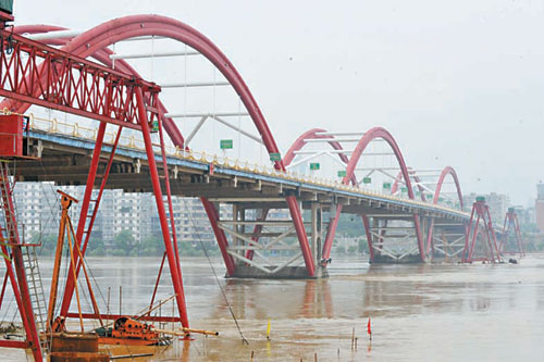 82.83米洪峰昨過境柳州 為今年以來最高水位(圖)圖片