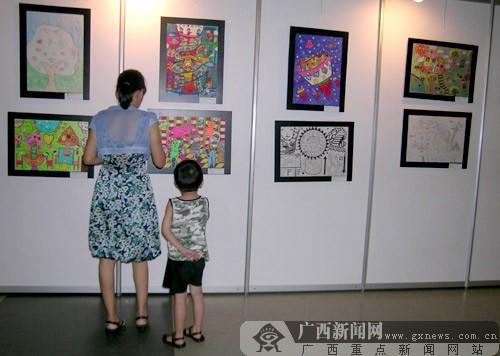 全国青少年科学幻想绘画作品在广西科技馆展出