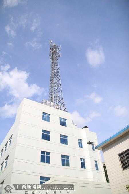 建在楼顶的基站.广西新闻网记者