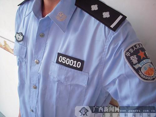 中国公安警服_玉林教育路多家店铺售仿制警服警械 足可以假乱真