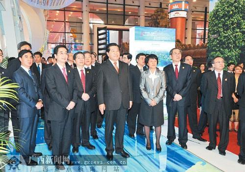 贾庆林巡视第七届中国-东盟博览会展馆