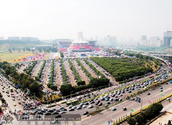 第七届中国-东盟博览会公众开放日 道路车水马龙