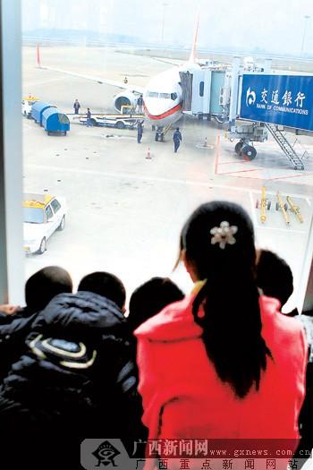 南通讯 (记者卢冬琳 通讯员覃志江)12月21日上午12时许,在南宁飞往