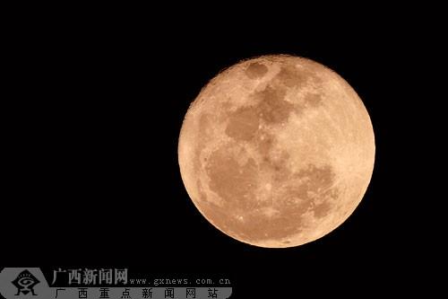 平常月圆的照片