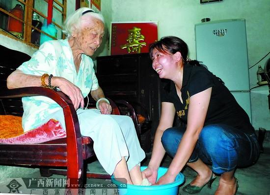 全国道德模范李建珍20年坚持对家中老人尽孝(图)