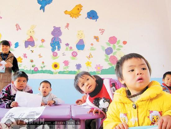 幼儿园大班折纸三瓣花花图解