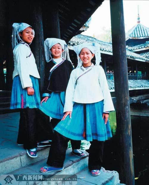 """""""霓裳风韵""""民族传统服装展示 展示最美壮族服装-广西"""