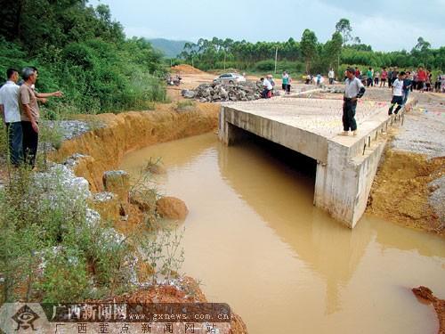 > 正文  广西新闻网记者 赵敏 玉铁高速公路是指玉林至北海铁山港的