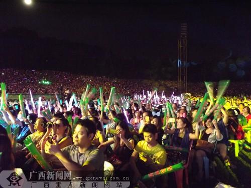 2012南宁首届青岛啤酒节开幕 林峰陈小春等助