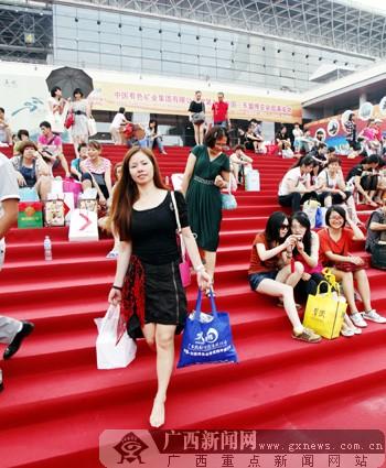 数万观众热捧博览会公众开放日