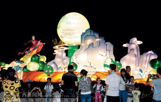 公园看花灯水边赏明月 首府市民多姿多彩过中秋节