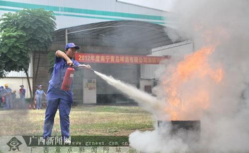 """了这样一场消防灭火人员疏散应急演练,以增强企业员工""""安全第一"""