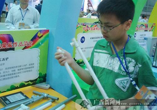 """广西发明展:盘点智慧达人 小学生创意救灾""""神器"""""""