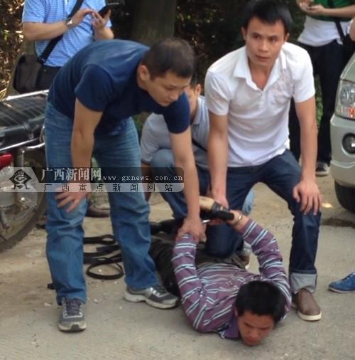 贺州一摩的司机身中三十多刀身亡 摩托车被抢(图)