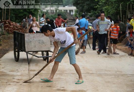 全区首个村级环境保洁协会在灵山文利镇成立