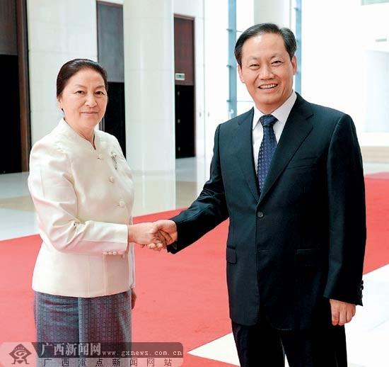 彭清华会见老挝国会主席巴妮·雅陶都