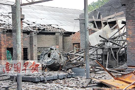 工厂厂房爆炸致1死2伤后续:废铁炼铁锭疑收旧炸弹