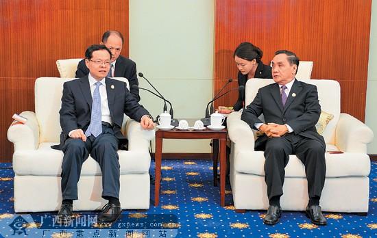 陈武会见老挝总理通邢
